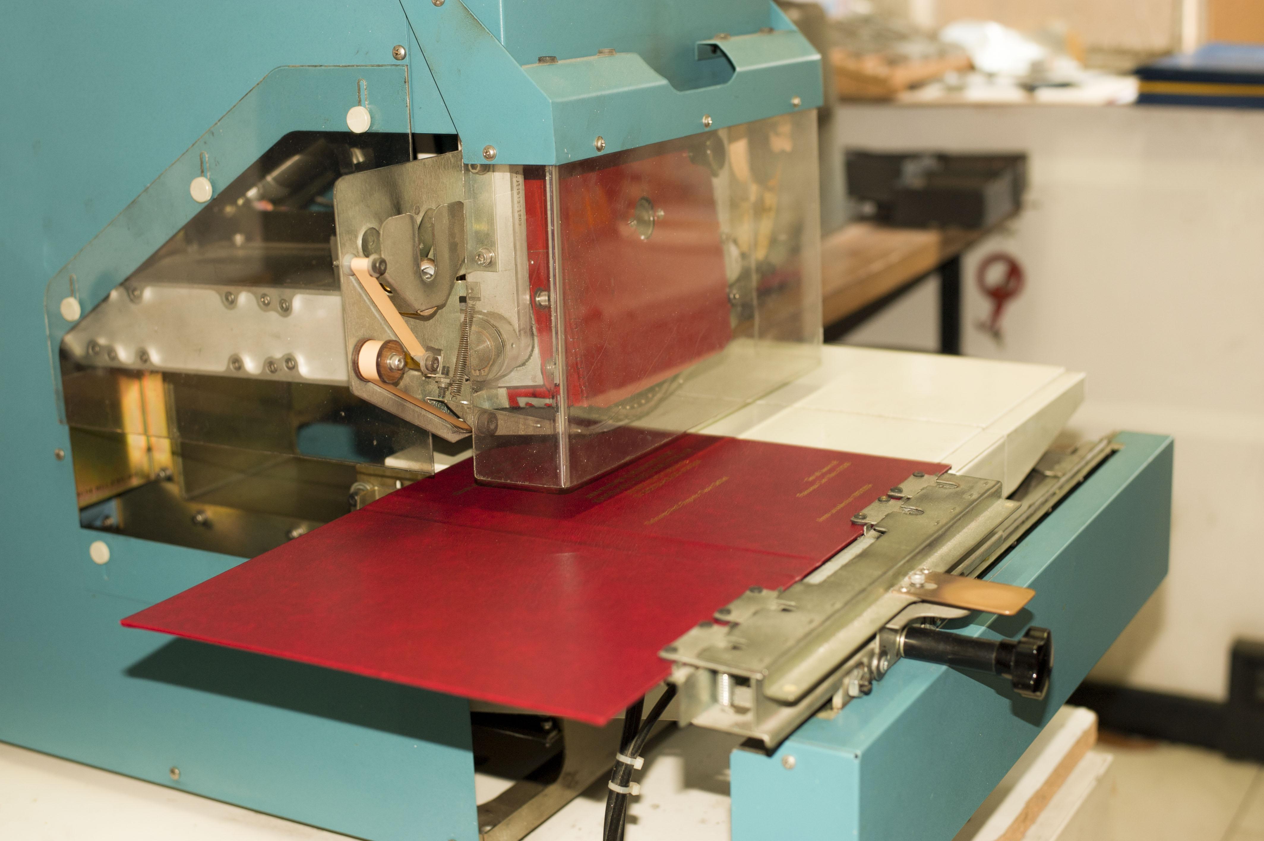 Un dettaglio della macchina di stampaggio a caldo